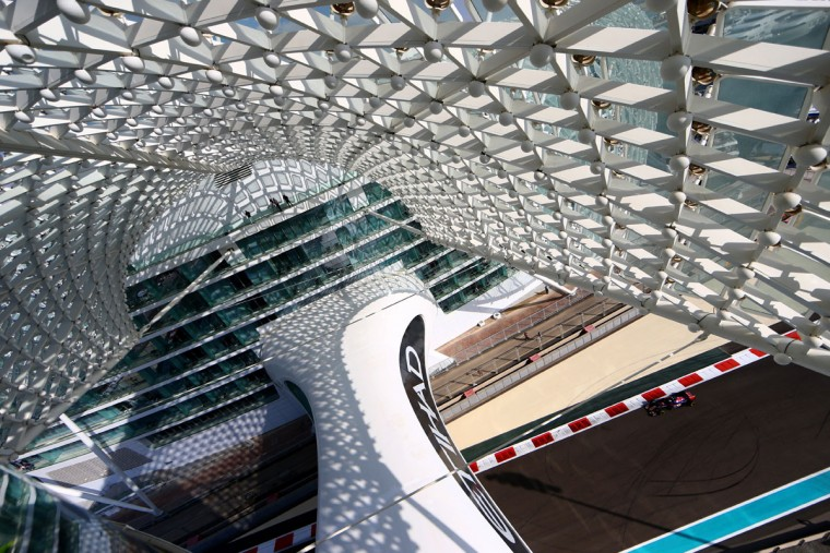 Carlos Sainz of Spain and Scuderia Toro Rosso drives during practice for the Abu Dhabi Formula One Grand Prix at Yas Marina Circuit on November 27, 2015 in Abu Dhabi, United Arab Emirates. (Photo by Clive Mason/Getty Images)