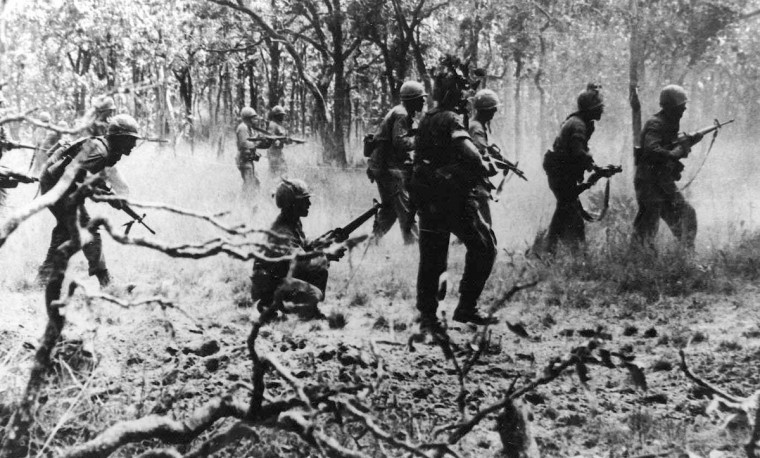 The 7 Cavalry attacks on 16 November 1965. Photo by (Peter Arnett, AP photo)