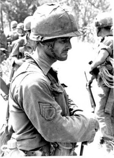 SSG Joes G. Claudio-Robles, A Co 1-7 CAV waits for extraction at end of a long battle, 16 Nov 1965, LZ X-Ray. (Joe Galloway/UPI)