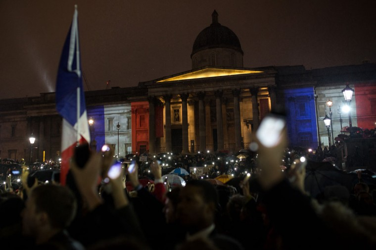 People hold a vigil for victims of the Paris terrorist attacks in Trafalgar Square on November 14, 2015 in London, England. (Photo by Rob Stothard/Getty Images)