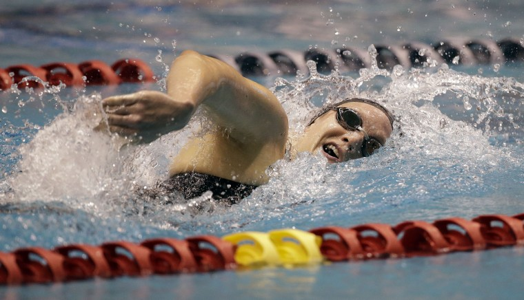 Lindsay Vrooman swims in the heat she won in the women's 400 meter freestyle during the U.S. Winter Nationals swimming event Thursday, Dec. 3, 2015, in Federal Way, Wash. (AP Photo/Elaine Thompson)