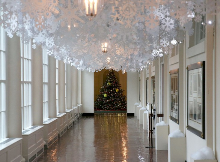 First lady debuts white house holiday decorations for White home decorations