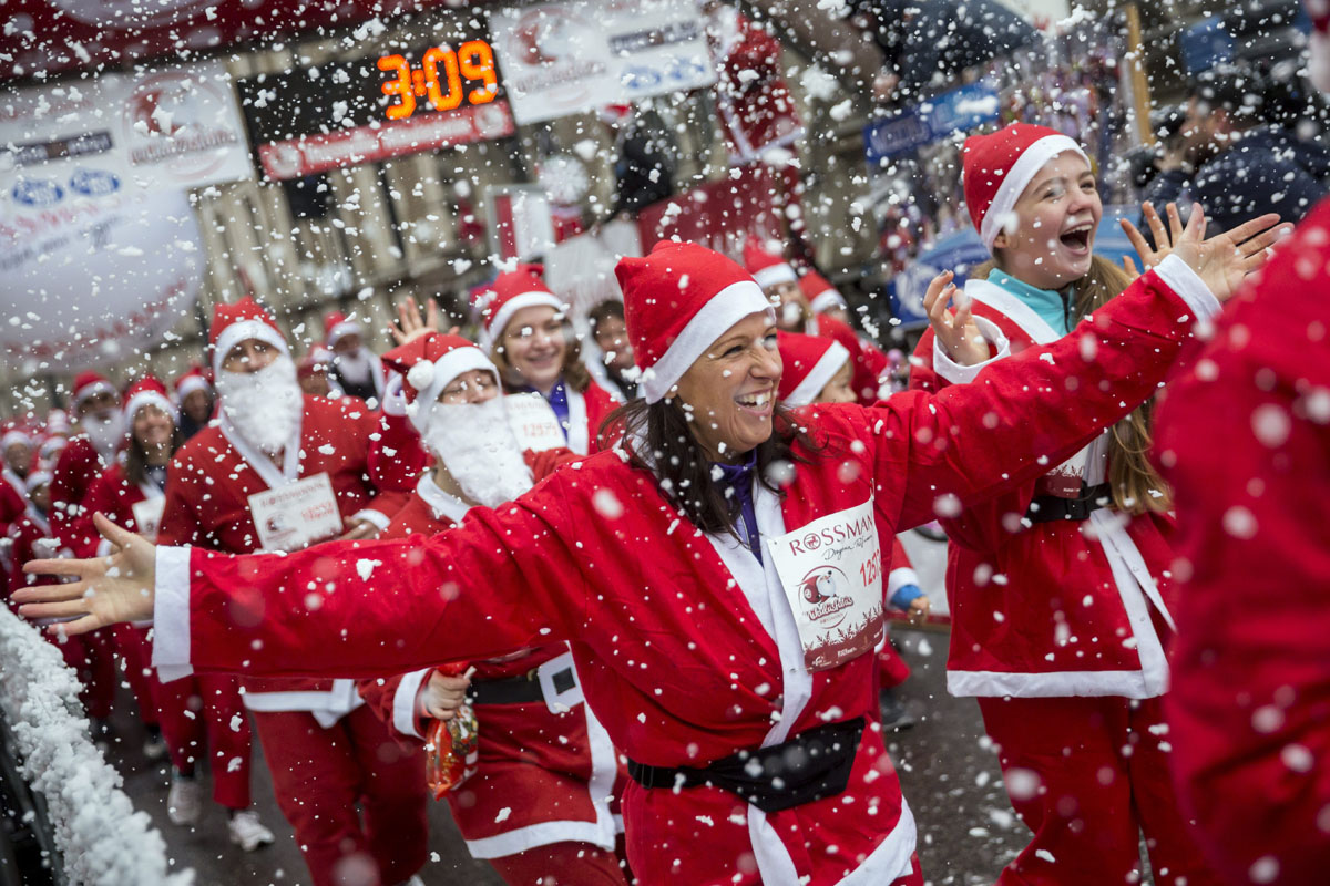 """Santa Runs"" across the globe"
