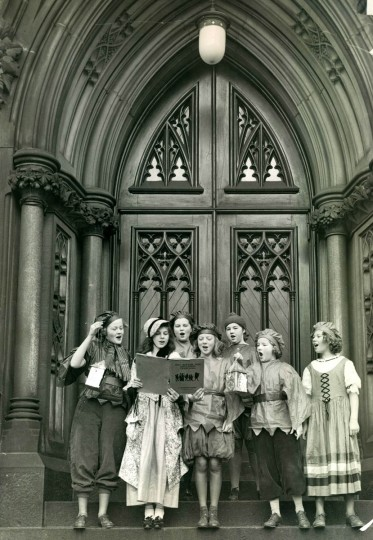 Girl Scouts sing Christmas carols on steps on Mount Vernon Place's U. M. C. Church in 1935. (Baltimore Sun)