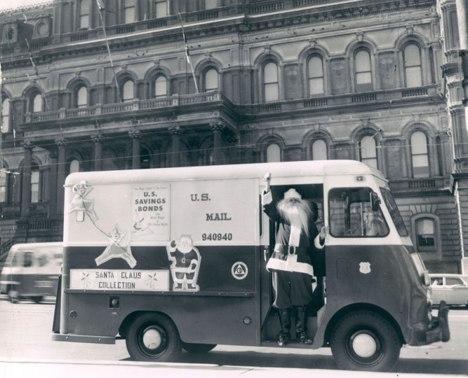 Santa Claus (Albert Magowski), waves from mail truck in front of the City Hall. (Walter McCardell/Baltimore Sun)