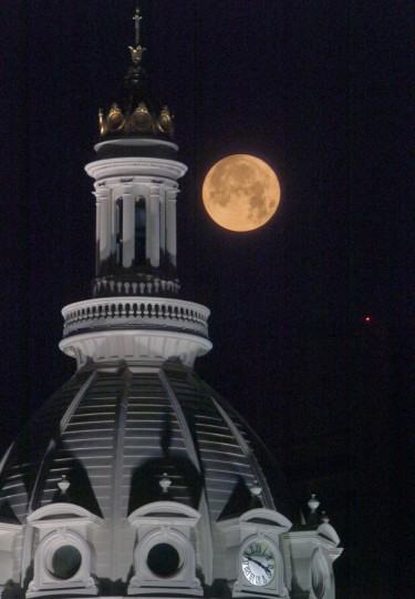 A full Moon begins to set behind the dome of Baltimore's City Hall before daybreak in downtown Baltimore Friday morning, July 2, 2004. According to the Farmer's Almanac, July's full Moon is called the Full Buck Moon or the Full Thunder Moon -- buck deer tend to have their antlers begin to emerge from their heads, and thunderstorms are usually frequent at this time of year. Native Americans may have begun the tradition, naming full Moons as they kept track of the seasons as each full Moon emerged every 29 days. (Karl Merton Ferron/Baltimore Sun)