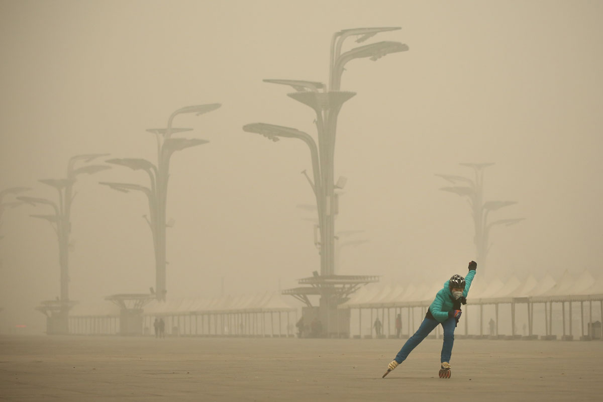 Heavy smog hits Beijing, China
