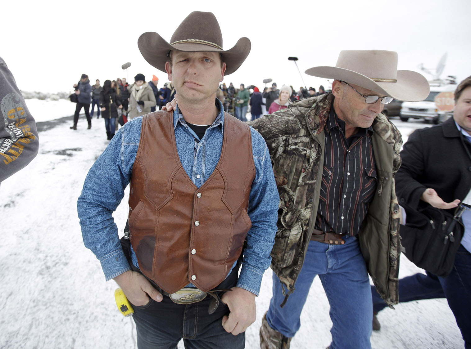 Armed standoff at Oregon wildlife refuge continues