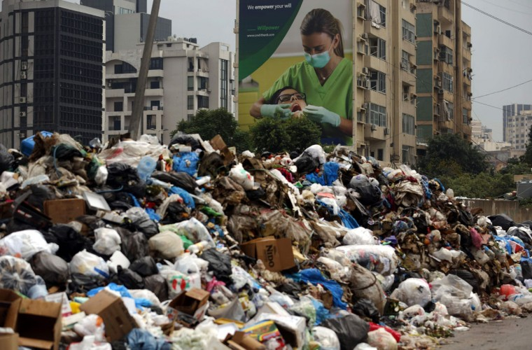 Garbage piles in an eastern suburb of the Lebanese capital Beirut, on January 14, 2016. (PATRICK BAZ/AFP/Getty Images)