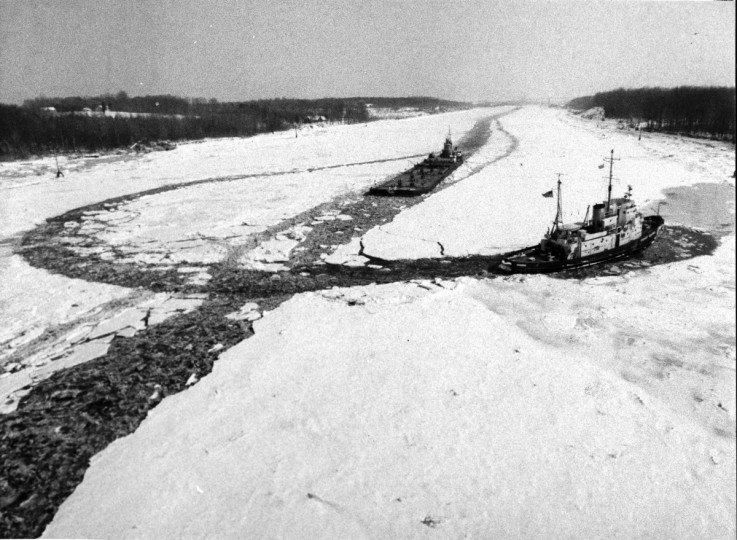 An Icebreaker traces a circle in the C.&D. Canal just south of Chesapeake City as a tug and barge come down  the cleared path. (George H. Cook/Baltimore Sun)