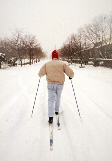 January 7, 1996 -- Tom Clark, of Bolton Hill, has no trouble getting around his neighborhood in the foot-deep snow with his cross-country ski. He is skiing along Lafayette Ave.  (Kenneth K. Lam/Baltimore Sun)