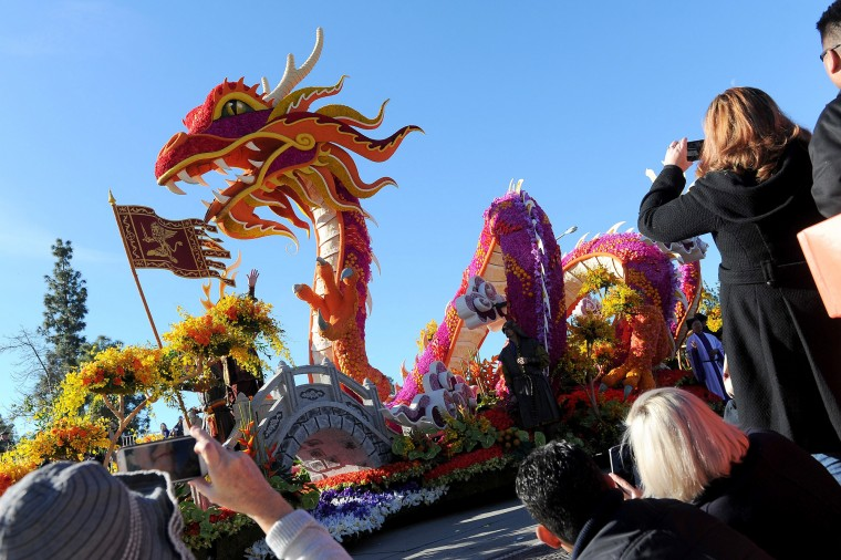 "Singpoli Group's ""Marco Polo East Meets West"" wins the Sweepstakes Trophy in the 127th Rose Parade in Pasadena, Calif., Friday, Jan. 1, 2016. (AP Photo/Michael Owen Baker)"