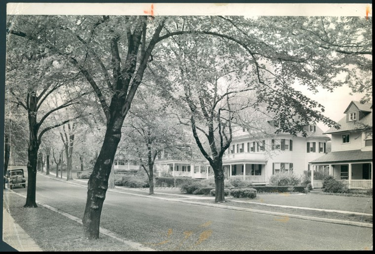 Woodlawn and Kenwood Roads in Roland Park are pictured on May 5, 1941. (Baltimore Sun photo by A. Aubrey Bodine)