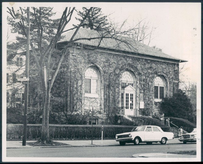 A view of the Enoch Pratt Free Library branch in Roland Park on Jan. 29, 1966. (Baltimore Sun photo)