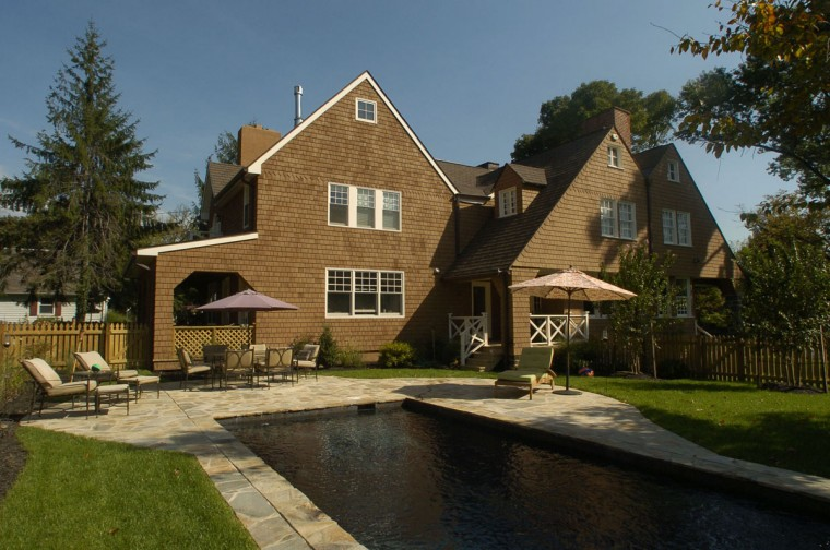 The backyard and pool of Joan and Tom Dolina's Roland Park house. (Baltimore Sun photo by John Makely, October 3, 2006)