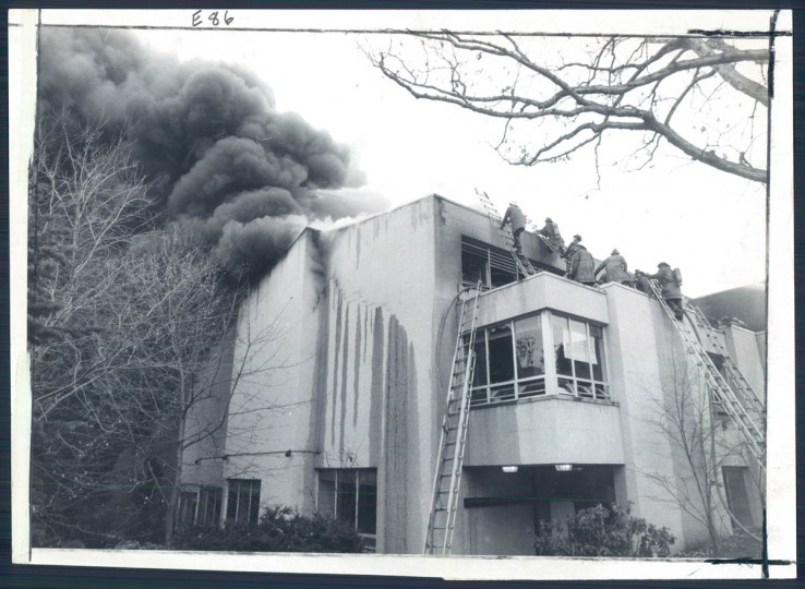 A five-alarm blaze strikes Roland Park Country School on Nov. 27, 1976. (Baltimore Sun photo)