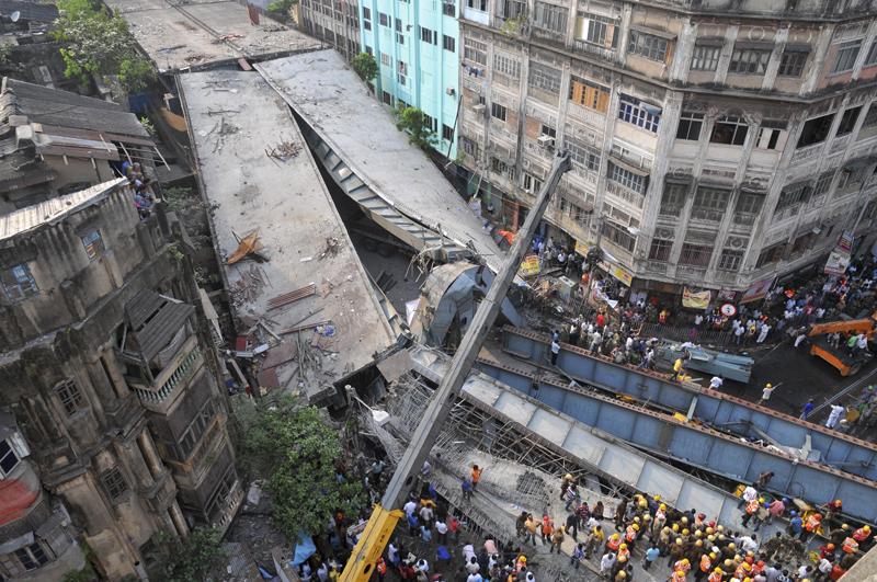 Overpass collapses in Kolkata, India