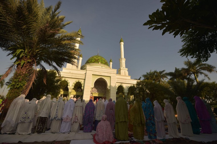 Indonesian Muslims offer prayers in Jakarta as a total solar eclipse occurs across the country on March 9, 2016. (ADEK BERRY/AFP/Getty Images)