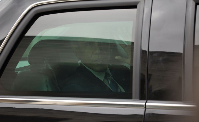 U.S. President Barack Obama, left, looks out from the presidential limousine as he departs from Revolution Palace after a meeting with Cuba's President Raul Castro, in Havana, Cuba, Monday, March 21, 2016. (AP Photo/Ramon Espinosa)