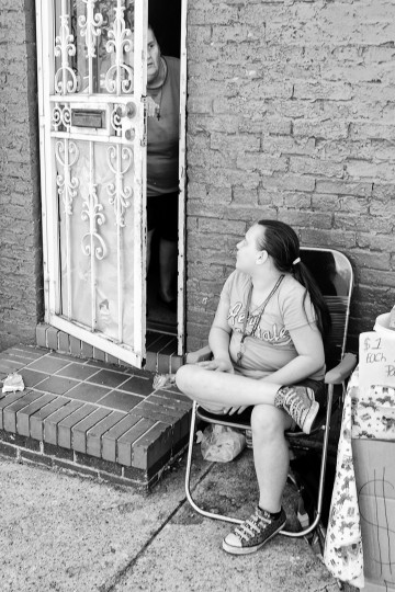 woman-in-doorway-with-child-bw-4x6-portrait