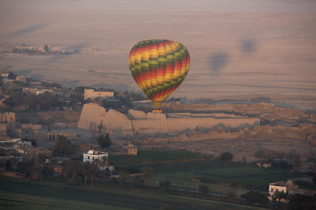 Traveling by balloon through Egypt