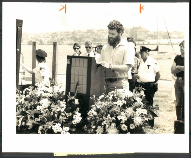 June 2, 1986-John Flanagan addresses crowd at Pride of Baltimore Memorial Service at Fort McHenry. Photo by Sun photographer Paul Hutchins.