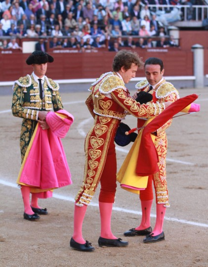 """Spanish matador Roman (C) confirms his """"alternativa"""" next to Spanish matador Enrique Ponce during the San Isidro Feria at Las Ventas bullring in Madrid on May 19, 2016. The """"Alternative"""" is a special fight where the """"novillero"""" or junior bullfighter is presented to the crowd as a Matador for the first time.(Alberto Simon/AFP/Getty Images)"""
