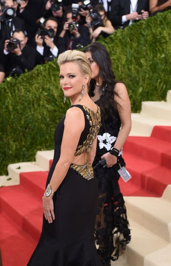 Megyn Kelly arrives for the Costume Institute Benefit at the Metropolitan Museum of Art on May 2, 2016 in New York. / AFP PHOTO / TIMOTHY A. CLARYTIMOTHY A. CLARY/AFP/Getty Images