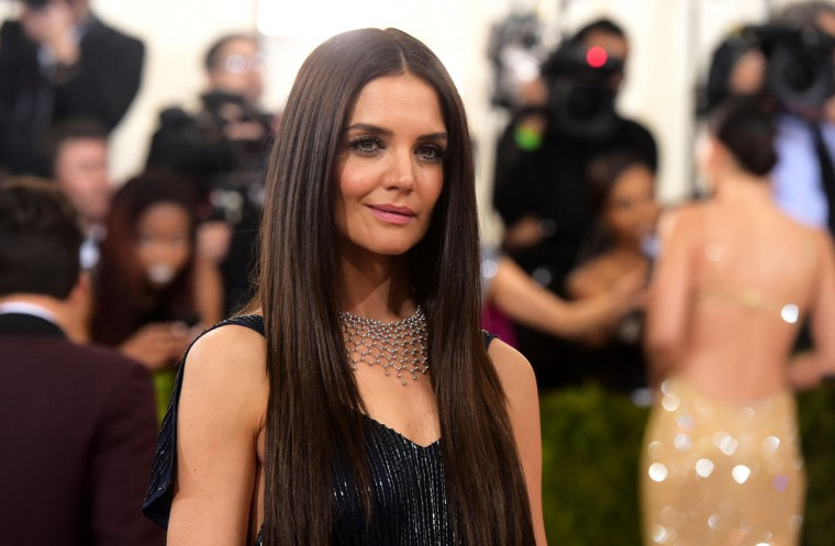 """Katie Holmes arrives at The Metropolitan Museum of Art Costume Institute Benefit Gala, celebrating the opening of """"Manus x Machina: Fashion in an Age of Technology"""" on Monday, May 2, 2016, in New York. (Photo by Charles Sykes/Invision/AP)"""