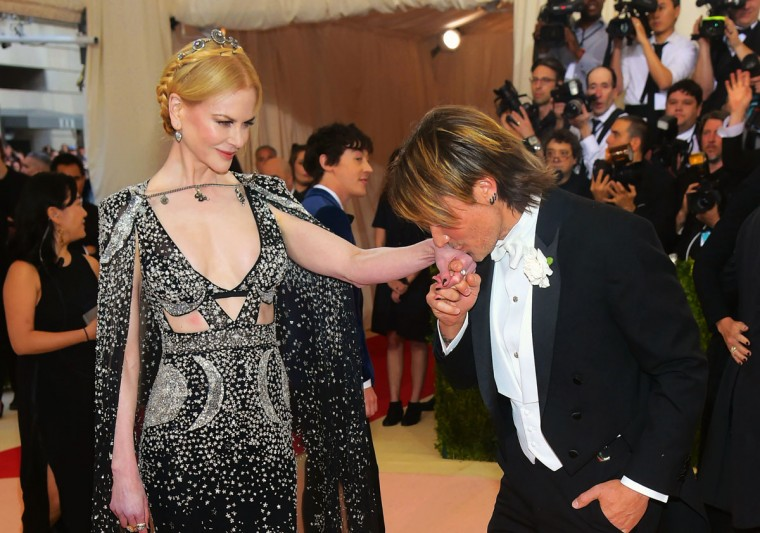 "Nicole Kidman, left, and Keith Urban arrive at The Metropolitan Museum of Art Costume Institute Benefit Gala, celebrating the opening of ""Manus x Machina: Fashion in an Age of Technology"" on Monday, May 2, 2016, in New York. (Photo by Charles Sykes/Invision/AP)"