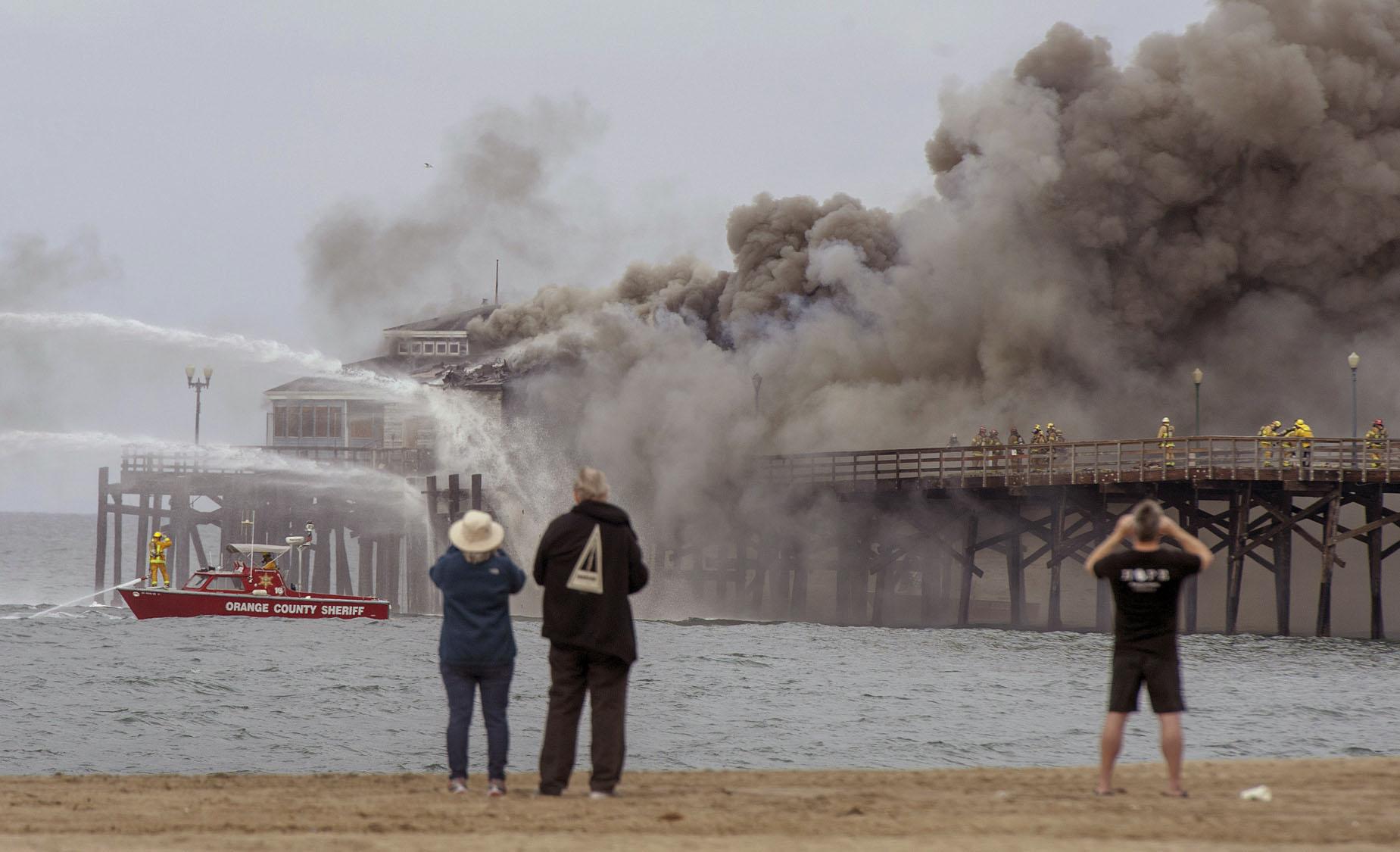 Fire engulfs abandoned restaurant on California pier