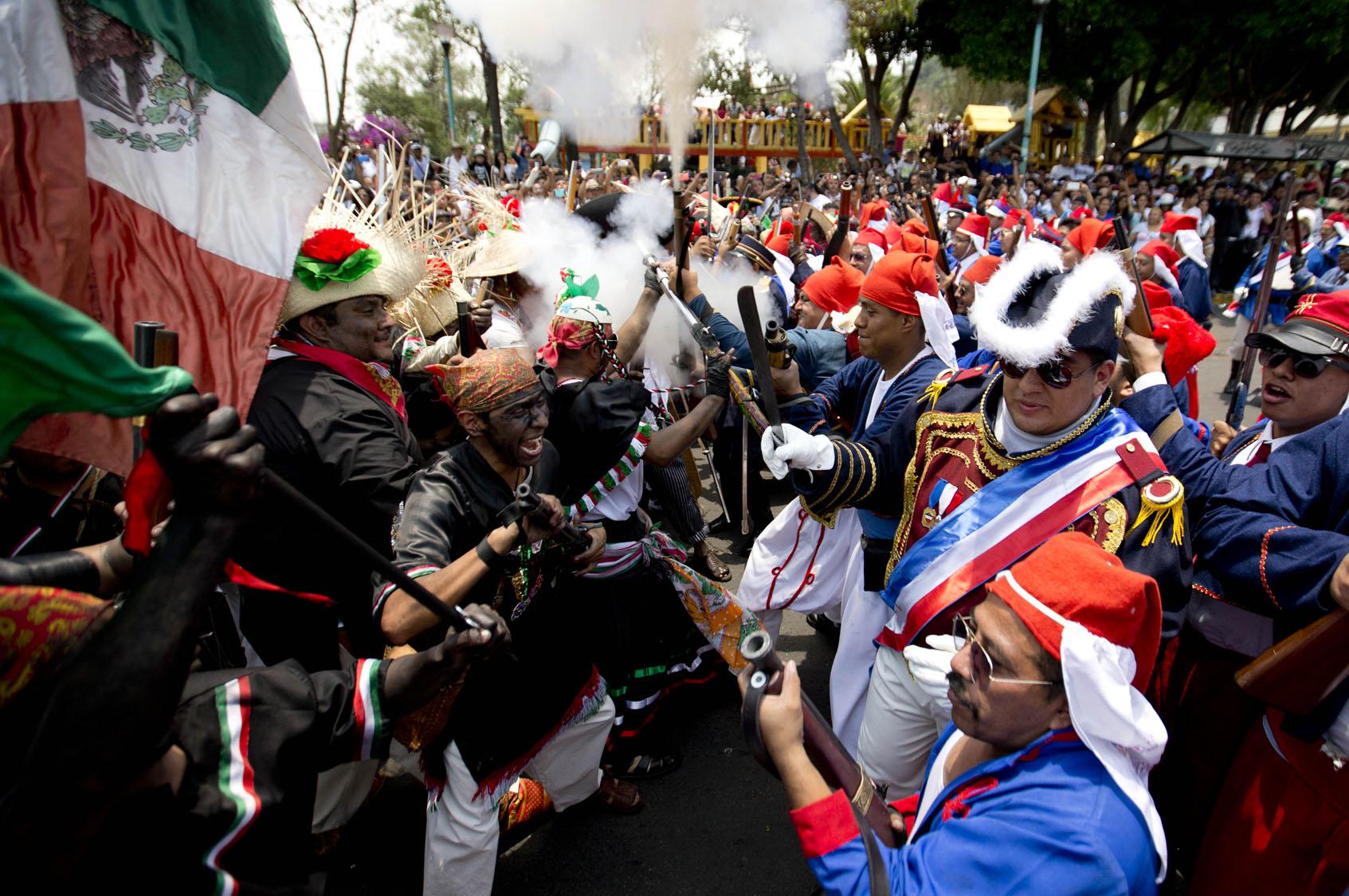 cinco de mayo El cinco de mayo, [1] fecha de la conmemoración de la batalla de puebla, marca la primera vez que el ejército mexicano pudo derrotar a una potencia extranjera mejor.