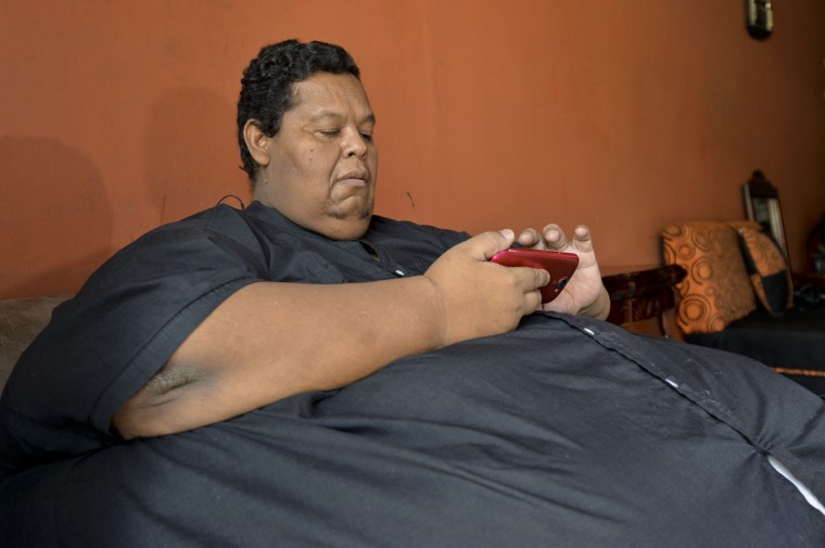 Oscar Vasquez Morales checks his mobile phone on March 19, 2016, in Palmira, Colombia. (LUIS ROBAYO/AFP/Getty Images)