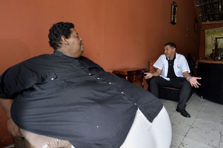 "Oscar Vasquez Morales speaks with Salvador Palacio, director of the ""Gorditos de Corazon"" (Chubby at Heart) foundation, on March 19, 2016, in Palmira, Colombia. Vasquez. (LUIS ROBAYO/AFP/Getty Images)"