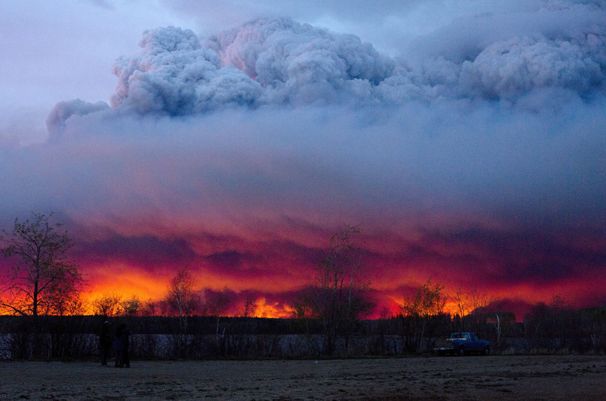 Forest fires rage in Fort McMurray, Alberta