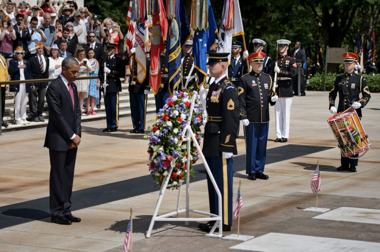 President Barack Obama bows his head after placing a wreath at the Tomb of the Unknowns to honor Memorial Day at Arlington National Cemetery May 30, 2016 in Arlington, Virginia. (BRENDAN SMIALOWSKI/AFP/Getty Images)