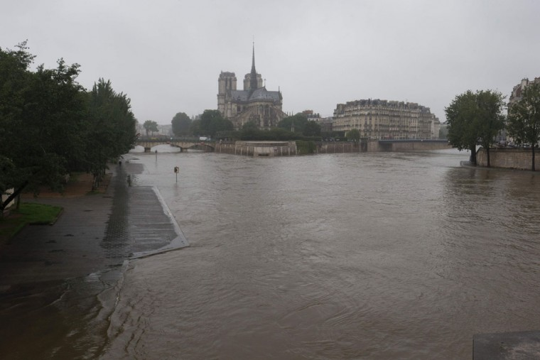 View of the river Seine near the Notre Dame cathedral after its banks became flooded following heavy rainfalls on May 31, 2016 in Paris. France's weather agency Meteo France maintained today 18 departments under orange alert for heavy rainfalls, which have already disrupted transports in the northeastern part of the country. (AFP PHOTO / JOEL SAGET)