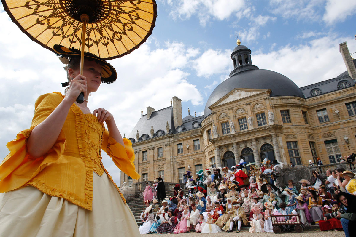 France's Grand Siecle costume rendez-vous