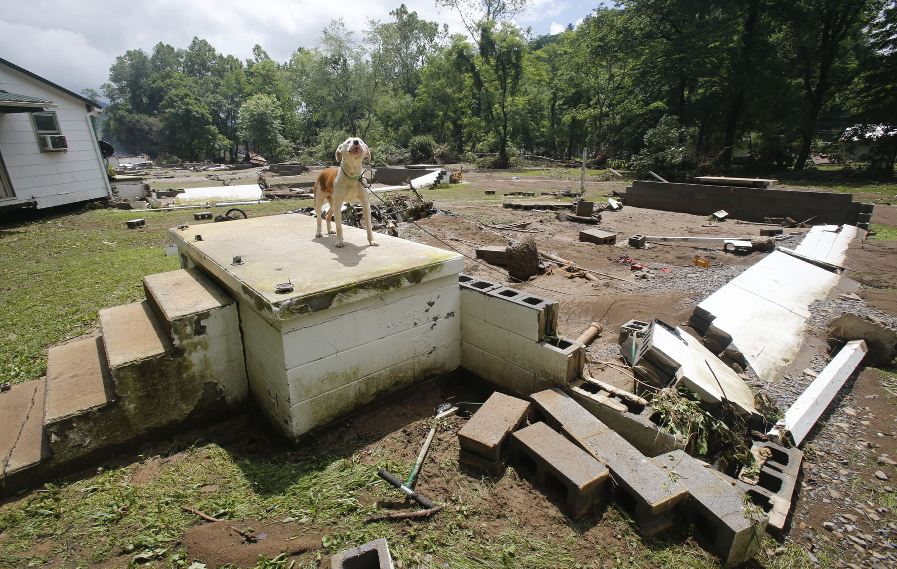 Severe flooding ravages west virginia for Home builders west virginia