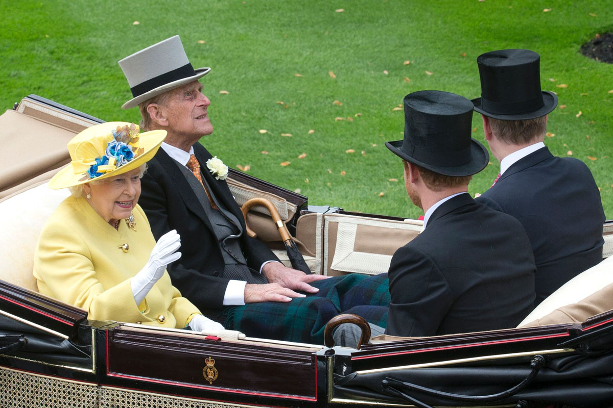 Royal Ascot races begin in England