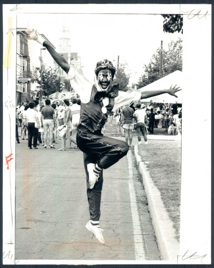 Smiley the clown in action on Mt. Royal Avenue. July 15, 1984. (Baltimore Sun)