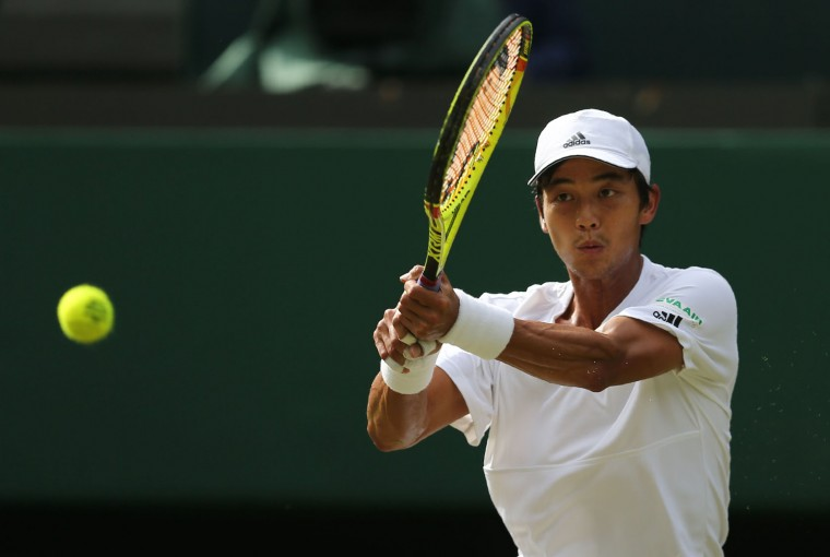 Taiwan's Lu Yen-hsun returns to Britain's Andy Murray during their men's singles second round match on the fourth day of the 2016 Wimbledon Championships at The All England Lawn Tennis Club in Wimbledon, southwest London, on June 30, 2016. (Justin Tallis/AFP/Getty Images)