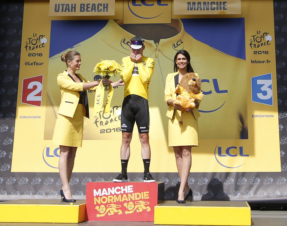 Tour de France: Mark Cavendish in yellow jersey after stage one victory
