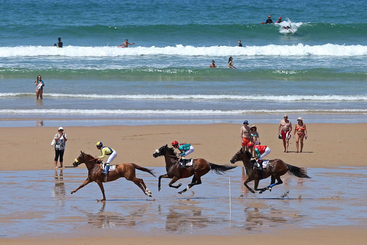 Spanish city hosts annual beach horse race