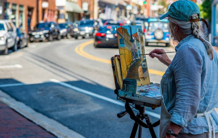 An artist paints Main Street's bend in the middle of the historic district. (Raymond Urena/via Howard County Arts Council)
