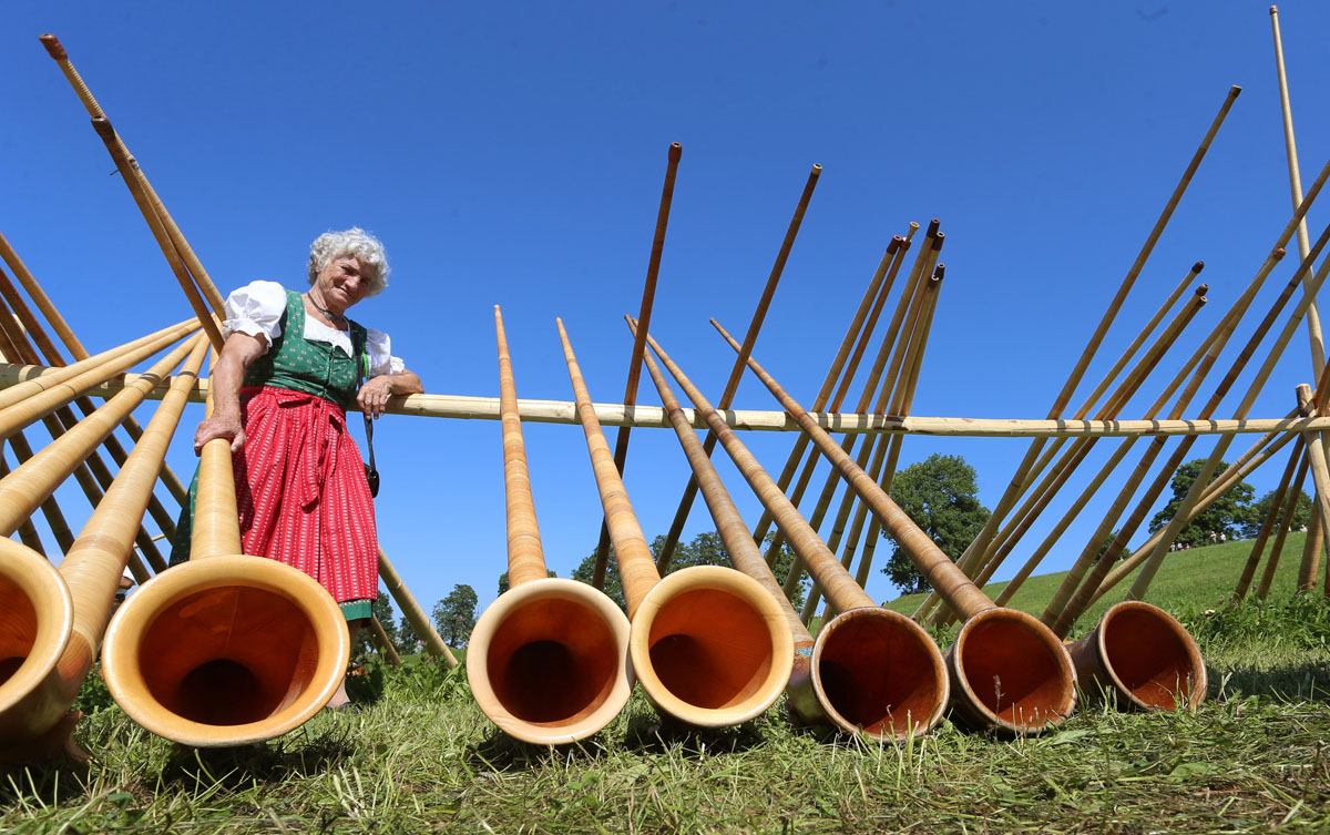 Mass alphorn concert in Bavaria