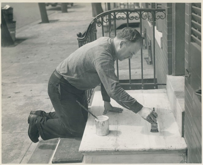 John W. Tracy painting his steps. (Bodine/Baltimore Sun)