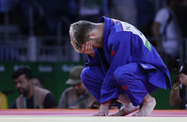 United States' Nicholas Delpopolo looks down while competing against Israel's Sagi Muki during the men's 73-kg judo competition at the 2016 Summer Olympics in Rio de Janeiro, Brazil, Monday, Aug. 8, 2016. (AP Photo/Natacha Pisarenko)