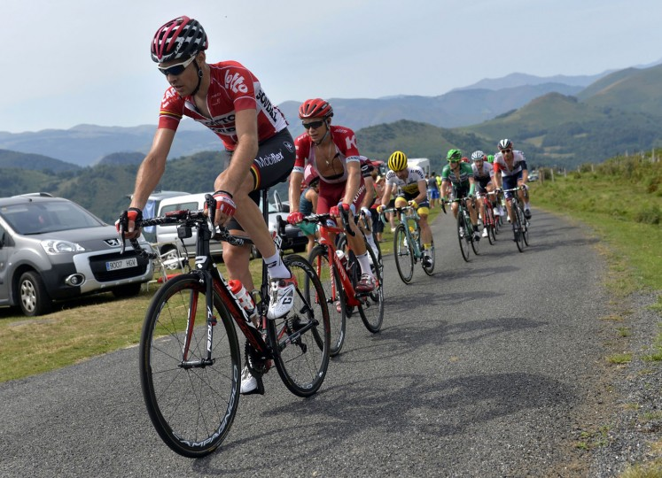 "Cyclists ride during the 191,1km fourteenth stage of the 71st edition of ""La Vuelta"" Tour of Spain cyling race on September 3, 2016 between Urdax-Dantxarinea and Aubisque-Gourette. (Gaizka Iroz/AFP/Getty Images)"
