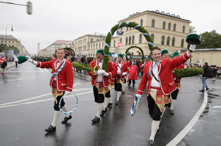 Members of a traditional Munich craftmen's association (Schaeffler) participate in the annua riflemen's parade during day 2 of the Oktoberfest 2016 beer festival on September 18, 2016 in Munich, Germany. The 2016 Oktoberfest is taking place under heightened security due to fears over international terrorism. The fest will be open to the public through October 3. (Photo by Johannes Simon/Getty Images)